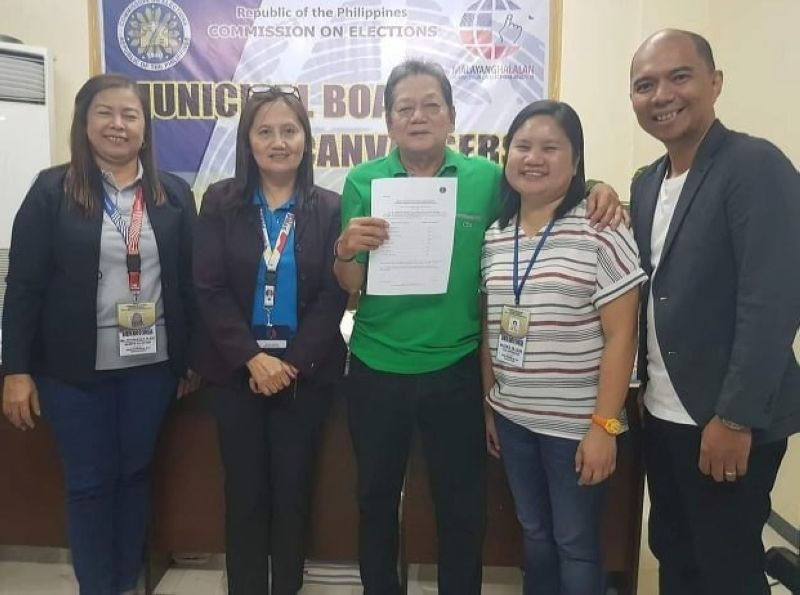 PAMPANGA. Bacolor re-elected Councilor Nilo Caballa is proclaimed by the Municipal Board of Canvassers as one of the eight winning councilors in the May 13 elections. Caballa was a former president of the Pampanga Councilors League and a veteran councilor in Bacolor. (Chris Navarro)