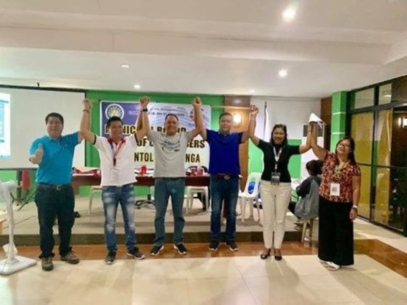 PAMPANGA. Unopposed Masantol Mayor Danilo Guintu and running mate Vice Mayor-elect Epifanio Lacap Jr. were proclaimed winners by the Commission on Elections on Wednesday morning, May 15, 2019. (Princess Clea Arcellaz)