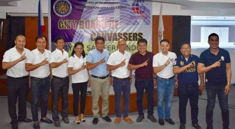 PAMPANGA. Re-elected City of San Fernando Mayor Edwin Santiago and re-elected Vice Mayor Jimmy Lazatin join re-elected Councilors BJ Lagman, Tino Dizon, Harvey Quiwa, Nelson Lingat, Reden Halili, Ato Agustin and Councilors-elect Atty. Rolly Macalino and Tina Lagman during Wednesday's proclamation at the Heroes Hall, City of San Fernando. (Chris Navarro)