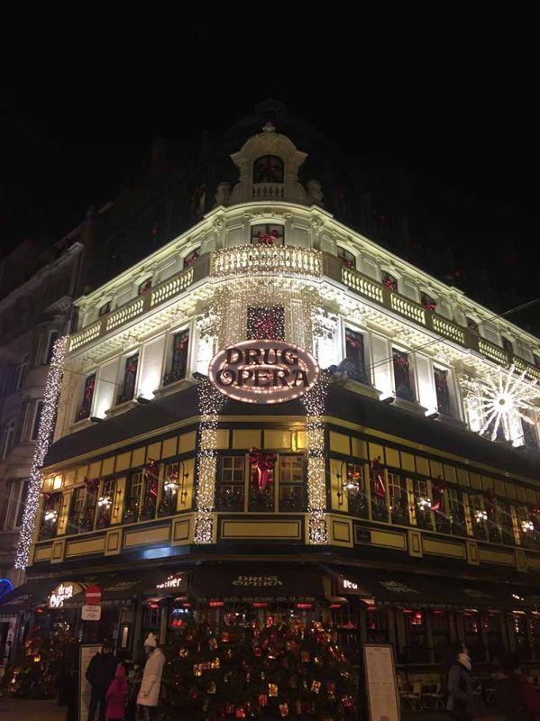BAR: Usa lang kini sa mga establisemento sa Brussels diin naglumbay ang mga beer shops alang niadtong gustong mag-relax ug magpalabay sa oras. (Hulagway ni John Paul V. Pepito)