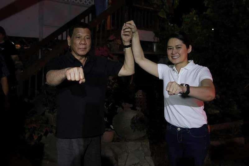 CAGAYAN DE ORO. In this file photo, President Rodrigo Duterte raises the hand of Girlie Balaba, who is running for City Councilor in Cagayan de Oro under Mayor Oscar Moreno's political party. (Photo grabbed from Girlie Balaba's Facebook page)