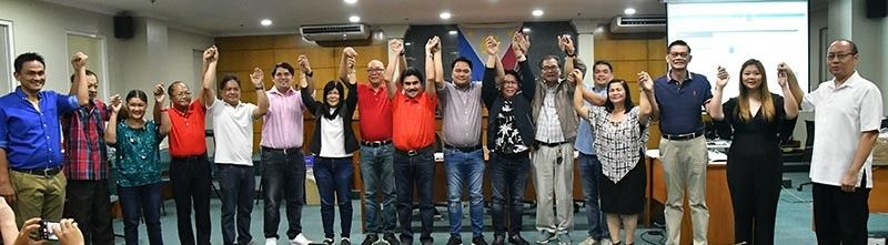 PROCLAMATION. The Bacolod City Board of Canvassers proclaims the newly elected Bacolod City officials, dominated by 14 Grupo Progreso candidates - led by three reelectionist officials, Mayor Evelio Leonardia, Vice Mayor El Cid Familiaran, and Congressman Greg Gasataya, with 11 councilors - at rites at the SP Session Hall of the Bacolod City Government Center, Thursday morning, May 16. (Contributed photo)