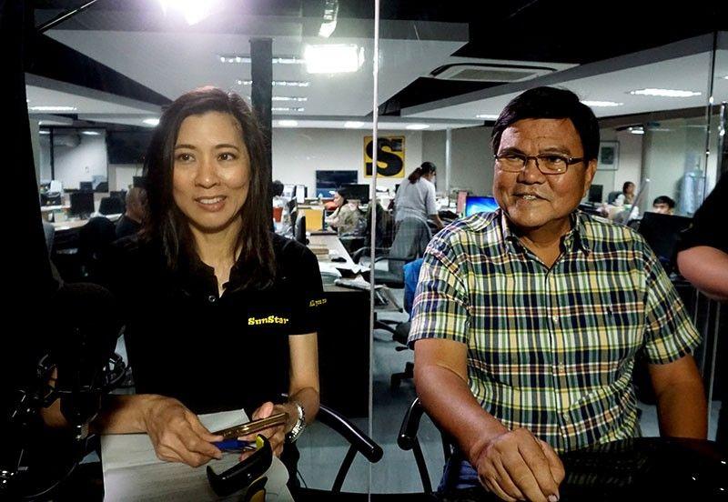 INTERVIEW: Si Cebu City Mayor-elect Edgar Labella (tuo) gi-interview ni SunStar senior editor for print Cherry Ann Lim sa Facebook Live labot sa unsay mapaabot sa mga Sugboanon sa iyang administrasyon. (Alex Badayos)