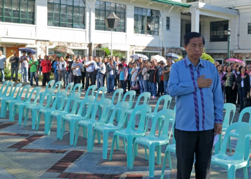 Despite his failed bid to return as the Lone Representative of Baguio City in the just concluded May 13 National Elections, outgoing City Mayor Mauricio Domogan attends the City Hall flag raising ceremony as he had religiously done since he started serving the city from 1987 to the present. (Bong Cayabyab)