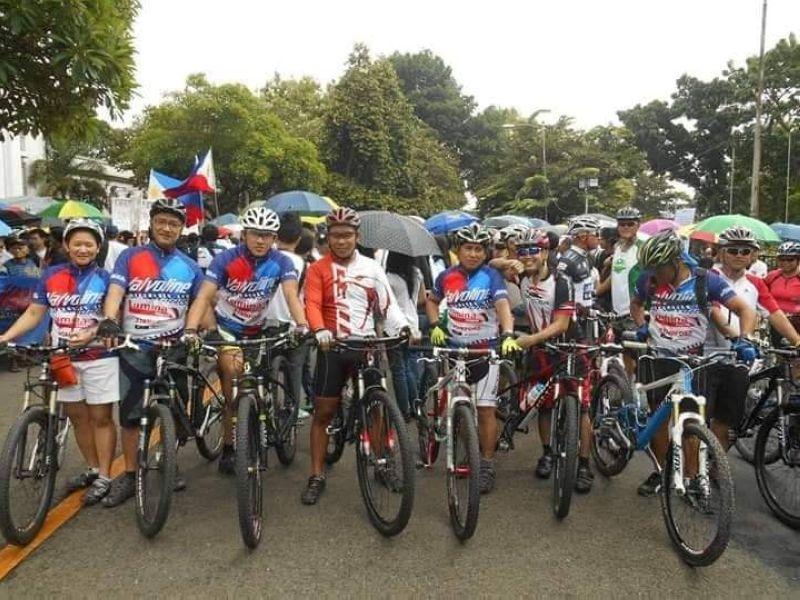 Dans race at DSB with Mayor Marxlen De La Cruz and Dan Ramirez. (Photo by Noca)
