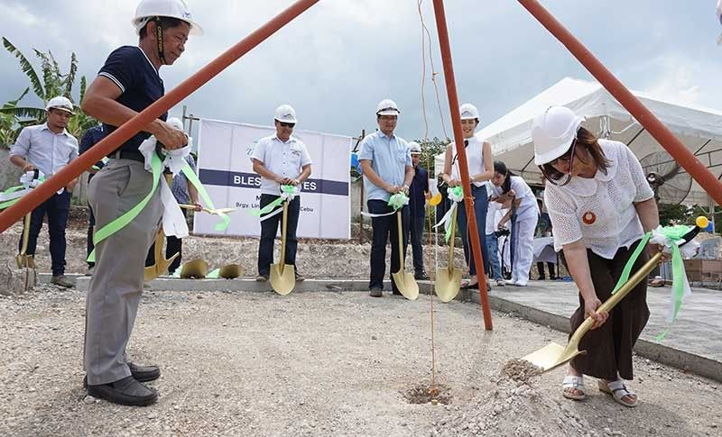 NEW HOMES ON THE WAY. J Nitton Development Corp. (JNDC) president Haydee King (right) leads the groundbreaking ceremony of The Heights 2 in Barangay Linao, Talisay City. Aside from the high-end projects like The Heights, JNDC also wants its socialized housing projects to stand out. (SunStar Photo/Alex Badayos)