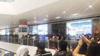 DAVAO. People lining up for a cellphone units' sale offered by a mobile phone store inside SM City Davao. The sale, however, was cancelled Friday, May 17, 2019. (Photo by Lester John Moreño)