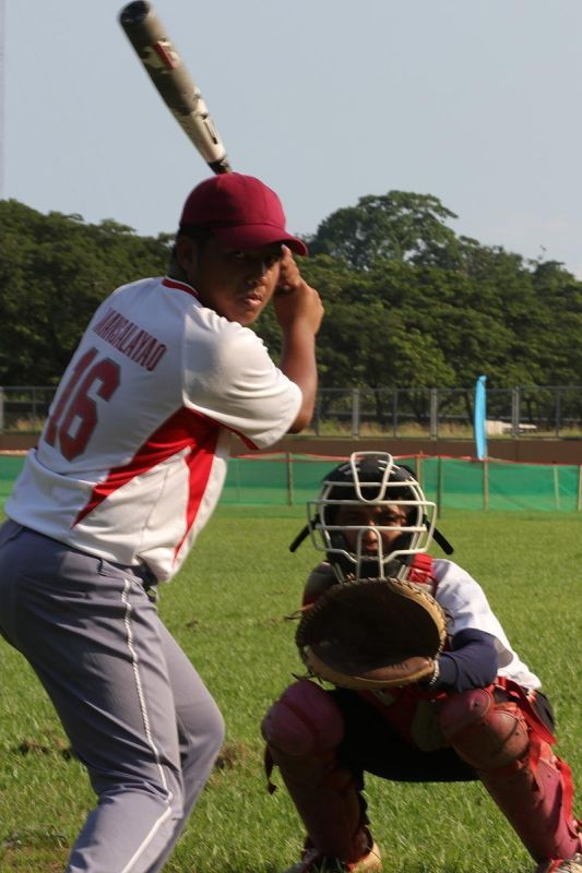DAVAO. Si Jester Dave Mansalayao sa Davao City, 2018 most valuable player (MVP) sa men's baseball competition, manguna sa pagdepensa sa titulo sa rehiyon sa National Prisaa Games 2019. (Mark A. Perandos)