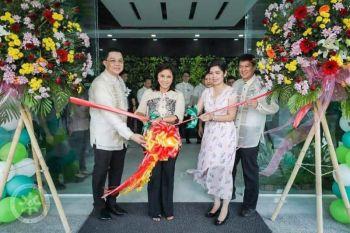 PAMPANGA. Vice President Leni Robredo leads the ribbon cutting ceremony during the inauguration of the GreenCity Medical Center recently. (SunStar Pampanga photo)