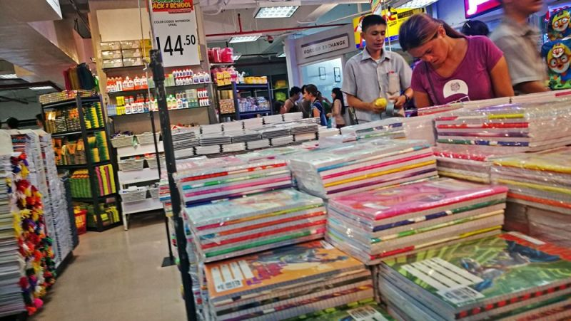 CEBU. Parents and their children are expected to flock to bookstores to purchase school supplies. For some students, summer is about to end with classes starting next month. (SunStar/Amper Campaña)