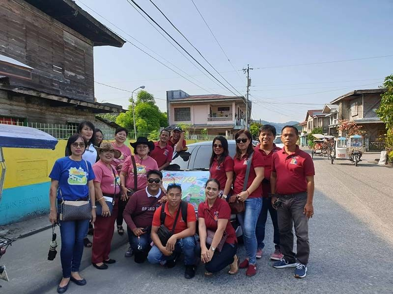 "LEYTE. Alternative Learning System (ALS) teachers and coordinators in Leyte Division join the opening program for the 2019 ""Brigada Eskwela"". (Photo courtesy of Joy Olarte)"