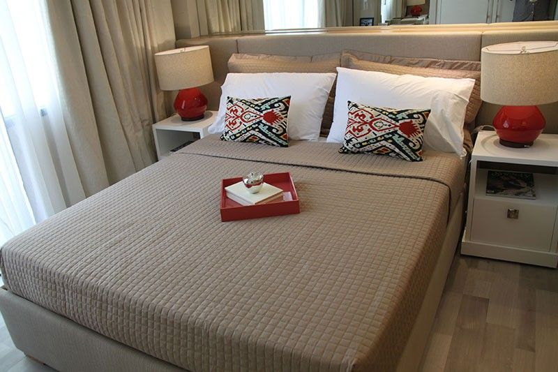SAME AMENITIES, LOWER RATES. This condominium showroom shows potential buyers what they can do with their properties. With many homeowners choosing to list their properties on Airbnb, hoteliers are feeling the loss of the market. (SunStar File Photo)
