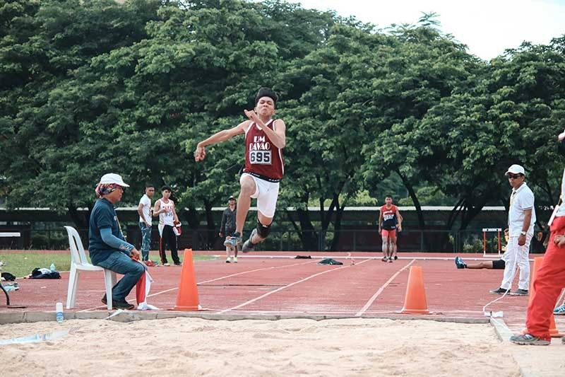 BRONSE. Si National Prisaa Games 2019 neophyte Mark Anthony Caseñas miangkon og bronse sa senior men's long jump sa National Prisaa Games 2019 sa University of Mindanao (UM) track oval sa Matina, Davao City, Lunes, Mayo 20, 2019. (Ace June Rell S. Perez)