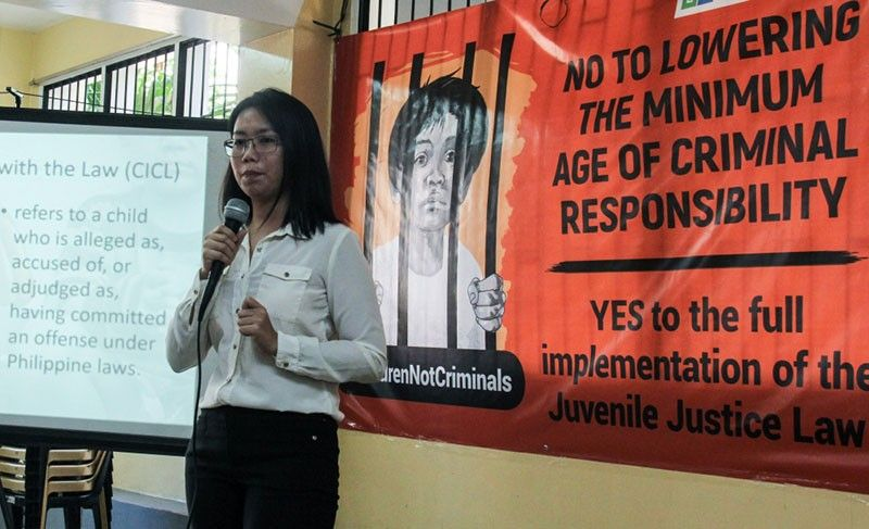 CHILDREN ARE NOT CRIMINALS. Lawyer Stephanie Tan of Children's Legal Bureau speaks during a forum against the lowering of the minimum age of criminal responsibility at Sentro sa Katilingban in St. Theresa's College in Cebu City. (SunStar Photo/Amper Campaña)