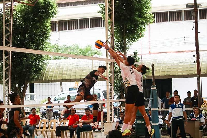 DAVAO. Davao Region's Rex Paller attacks against two Central Visayas defenders during their senior men's volleyball clash of the National Prisaa Games 2019 at the University of Mindanao (UM) in Matina, Davao City Monday, May 20, 2019. (Ace June Rell S. Perez)