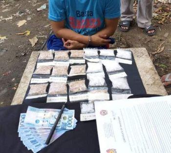CEBU. Mga pakete sa giingong shabu nga nasakmit kang Marvin Saberon sa usa ka drug bust sa Barangay Mabolo, dakbayan sa Sugbo, niadtong Domingo sa kaadlawon, Mayo 19. (Contributed foto / CCPO)