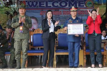 BAGUIO. Some 29 stakeholders and PNP personnel were awarded during the Monday Flag raising ceremony con recognition of key players for the 2019 Midterm Election at Camp Major Bado Dangwa, La Trinidad, Benguet. The event was graced by the Regional Election Director, Comelec-CAR, Atty. Maria Juana Valeza. (PRO-COR photo)