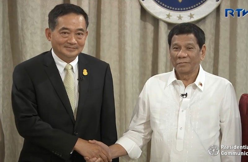 MANILA. President Rodrigo Duterte receives the letter of credentials of His Excellency Vasin Ruangprateepsaeng, Ambassador-Designate of the Kingdom of Thailand to the Philippines, during the presentation of credentials ceremony at the Reception Hall in Malacañan Palace on May 21, 2019. (Photo from RTVM video)
