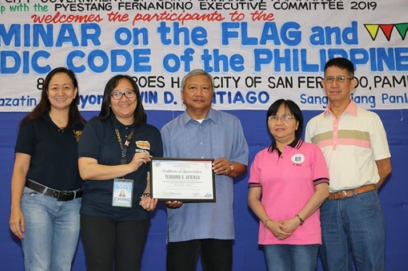 PAMPANGA. City of San Fernando Tourism Officer Ching Pangilinan (2nd L) awards a certificate of appreciation to Teodoro S. Atienza, chief of the Heraldry Section, National Historical Commission of the Philippines, during Tuesday's (May 2) seminar on the Flag and Heraldic Code of the Philippines held at Heroes Hall. Joining them are (L-R) members of the City Art and Culture Council, namely, Architect Janine Canda, UAP Sinukwan Chapter, Magdalena Arceo and Robbie Hizon. (Chris Navarro)