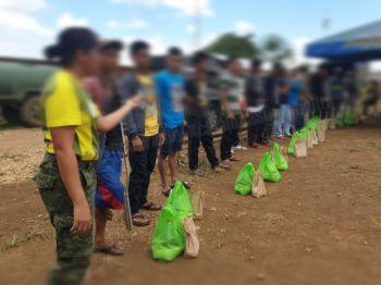 CAGAYAN DE ORO. Ang 26 ka mga kanhi sakop sa New People's Army (NPA) nga nakapahimulos sa programa sa gobyerno niadtong Martes, Mayo 21 sa Barangay Mambuaya, dakbayan sa Cagayan de Oro. (Kris C. Sialana)