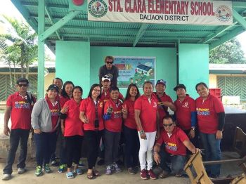 DAVAO. Madasigon nga nagpahulagway ang Team Wilberto Nonoy Al-ag uban sa Baguio Bankas Calinan team kinsa misalmot sa Brigada Eskwela 2019 sa Sta. Clara Elementary School, Daliaon District, Toril Davao City. (Hulagway gipaambit ni Trexie Dot'z Harmony)