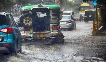 BAHA: Ang kadalanan sa dakbayan sa Sugbo nagbaha tungod sa pagbunok sa uwan. (Amper Campaña)