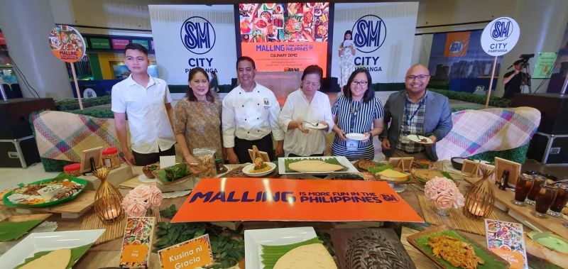 PAMPANGA. (L to R) Mexico tourism officer Michael Castaneda; Department of Tourism Central Luzon director Carolina Uy; Viking's chef Jerry Serrano; traditional Kapampangan chef Atching Lilian Borromeo; City of San Fernando Tourism Officer Ching Pangilinan and SM City Pampanga Mall Manager Aaron Montenegro lead Kapampangan Food Fair and cooking demo, which coincided with the launching of the official tag #MallingisMoreFuninthePhilippines on Thursday, May 23, 2019. (Chris Navarro)