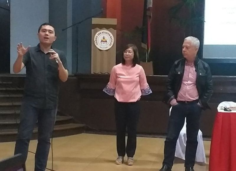 "BACOLOD. Lifebank Foundation vice chairman Nicanor Perlas (right) with research project team members Paolo Hilado (left) and Dr. Aurora Villanueva answer the questions from the participants of the forum on the result of the research ""Scanning the Artificial Intelligence Landscape"" held at Colegio San Agustin – Bacolod Thursday, May 23, 2019. (Photo by Erwin P. Nicavera)"