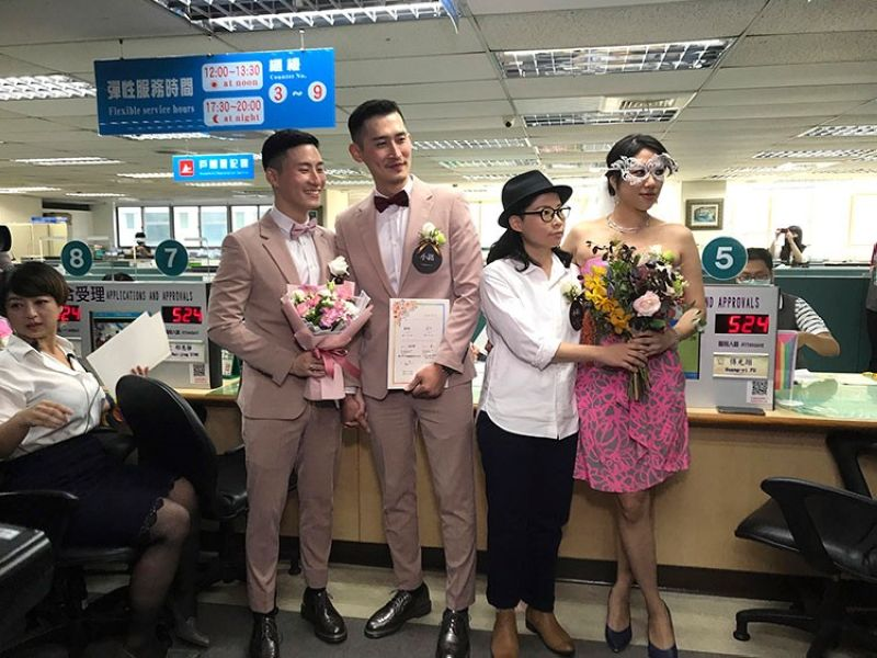 TAIWAN. Two same-sex couples pose for a photo at the household registration office to register their legal marriage in Xingyi District in Taipei, Taiwan, Friday, May 24, 2019. (AP)