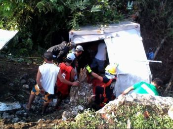 NEGROS. A delivery truck plunged into a creek along the National Highway in Sitio Plasanon in Barangay Salong, Kabankalan City, Negros Occidental, Thursday, May 23.  (Contributed photo)