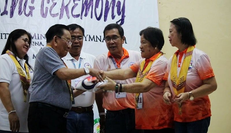 DAVAO. National Prisaa president Ma. Lita Montalban, second from right, turns over the Private Schools Athletic Association (Prisaa) banner to National Prisaa Games 2020 host Cagayan Valley during the closing program of the weeklong 2019 edition of the Games Friday evening at the University of Mindanao (UM) Matina Gym. (Ralph Lawrence G. Llemit)