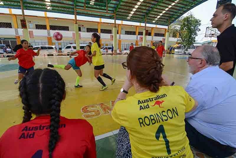 FUTSAL. Aside from competing with Pads, Australian ambassador Steven Robinson (seated right) also watched a futsal match at the Don Bosco Youth Center in Pasil. (SunStar Photo/ Arni Aclao)