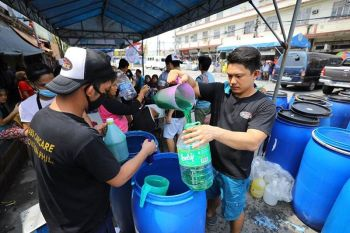 "CITY OF SAN FERNANDO. Residents line up to have their own containers refilled, as part of the city's ""Refill Revolution"" campaign. (Contributed photo)"