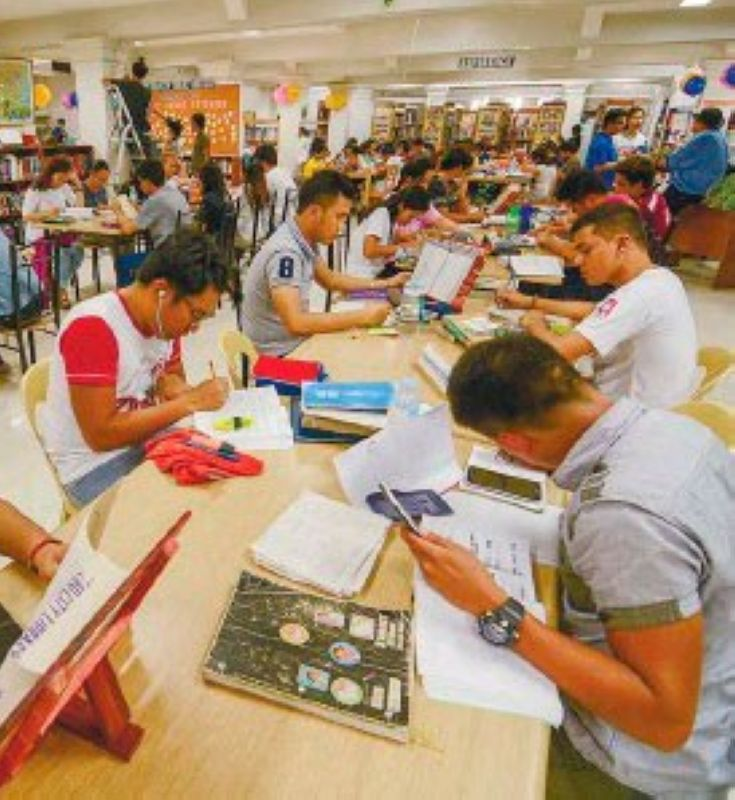 FILL THE GAP. A working democracy owes no small obligation to public literacy, creativity and expression of ideas. Public libraries and reading centers should be raised higher in the list of priorities for public funding. (File Foto)