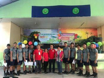 NAGPAHULAGWAY ang taga Philippine Navy sa mga magtutudlo sa Sta. Ana National High School, Davao City atol sa culmination ceremony sa Brigada Eskwela 2019, niadtong Sabado. Makita sa hulagway ang magtutudlo (gikan sa wala) si SANHS Brigada Eskwela coordinator Roger Pialago; uban sila Marilou Curayag-Gilay ang department head sa Araling Panlipunan; Roque V. Yu, dept. head sa Mathematics ug si Adela Gerona-Tenizo ang dept. head sa Filipino. (Hulagway tampo ni Reynaldo Pardillo)