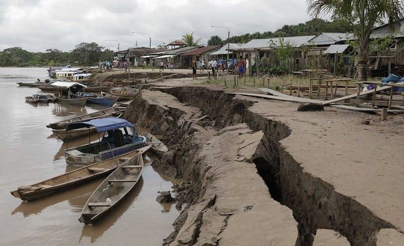 PERU. The banks of the Huallaga River are cracked after an earthquake in Puerto Santa Gema, on the outskirts of Yurimaguas, Peru, Sunday, May 26, 2019. A powerful magnitude 8.0 earthquake struck this remote part of the Amazon jungle in Peru early Sunday, collapsing buildings and knocking out power to some areas. (AP)