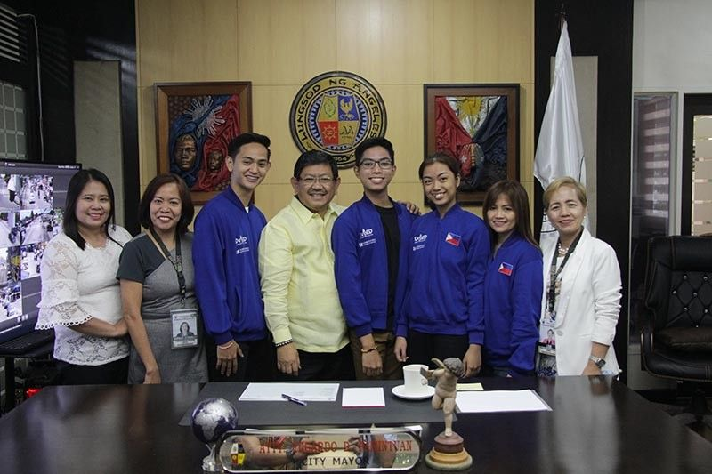 PAMPANGA. Angeles City Mayor Edgardo Pamintuan joins students of the Angeles City Science High School who served as the official delegates of the Philippines to the 2019 Intel International Science and Engineering Fair. (Contributed photo)