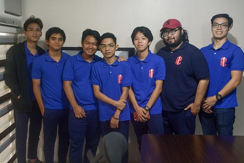 LEAGUE OF LEGENDS. Team manager Rocky Uy (rightmost) and coach Noor Arman (second from right) will guide Ruyal E-Sports in the Philippine Pro Gaming League. (SunStar photo / Arni Aclao)