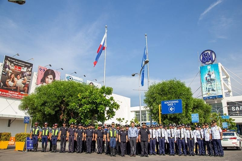BACOLOD. SM Security Force begins the ceremony with a March with the Flag. (Photo by Luis Kilayko)