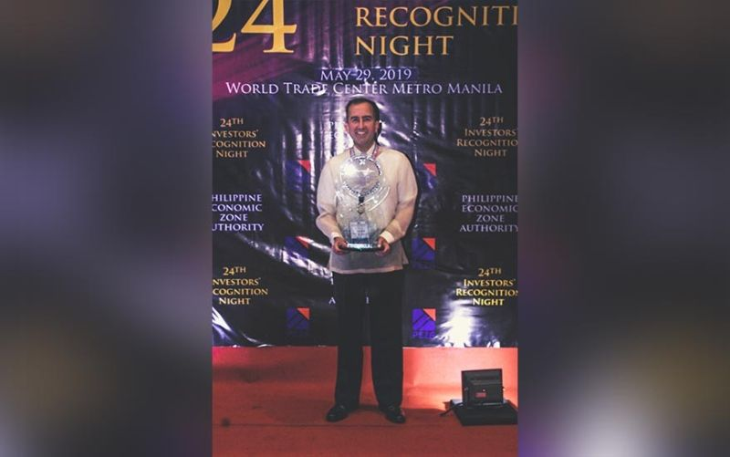 WINNER: Elek Toth, Concentrix Philippines vice president and country leader, receives the outstanding employer for large enterprises award during the Investors' Recognition Night hosted by the Philippine Economic Zone Authority. (Contributed photo)