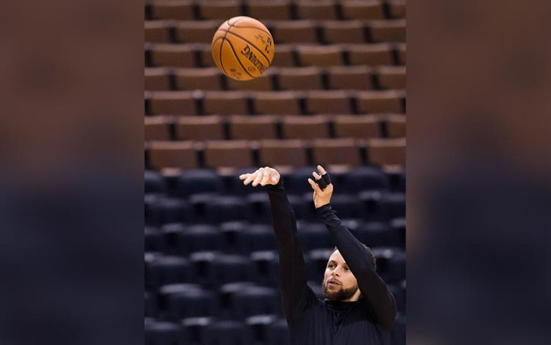 PRACTICE. Golden State Warriors basketball guard Stephen Curry shoots during practice for the NBA Finals against the Toronto Raptors in Toronto, Wednesday, May 29, 2019. Game 1 of the NBA Finals is Thursday in Toronto. (Nathan Denette/The Canadian Press via AP)