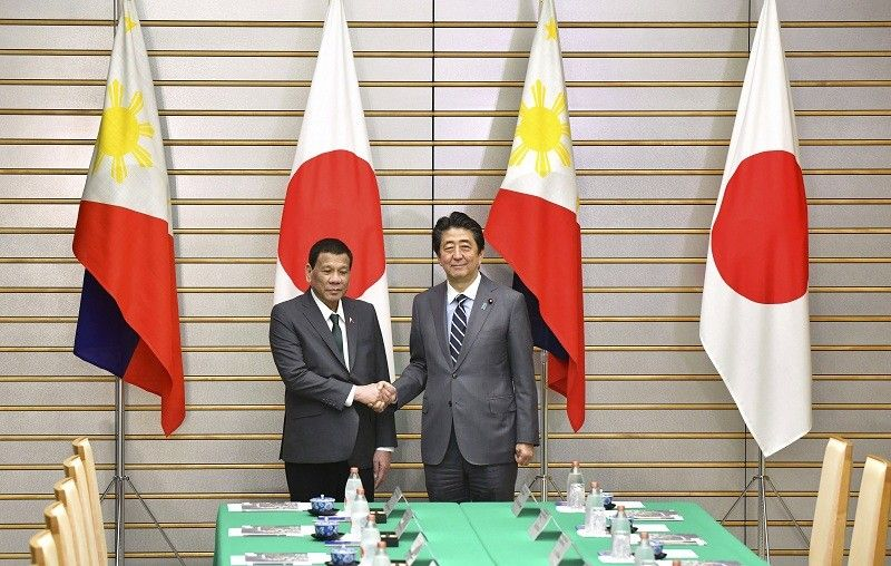 JAPAN. Philippine President Rodrigo Duterte, left, poses with Japanese Prime Minister Shinzo Abe for a photo prior to their meeting at Abe's official residence in Tokyo Friday, May 31, 2019. (AP)