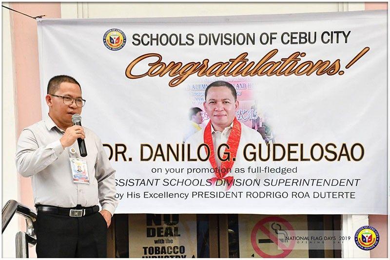 SPEECH: Mihatag og pakigpulong si Dr. Danilo Gudelosao agi og pagpasalamat sa iyang promosyon isip full-fledged assistant schools division superintendent sa Cebu City Division. (Deped Cebu City)