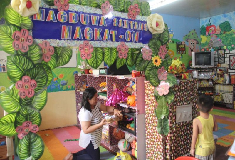 ALMOST DONE. Pre-school teacher Anafe Becher puts the finishing touches to her classroom at the Tejero Elementary School in preparation for the opening of classes in public schools nationwide on Monday, June 3, 2019.  (SunStar foto / Amper Campaña)