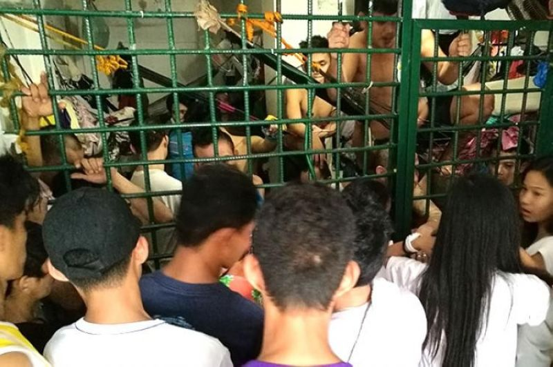 CEBU. This detention cell in Cordova town in Cebu is clearly overcrowded. (File Photo)