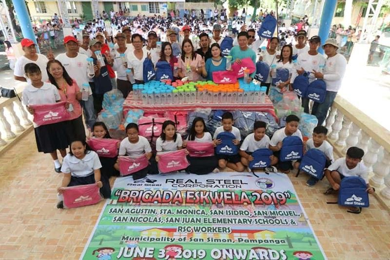PAMPANGA. Cyril Hilario, pollution control officer of Real Steel Corporation, Barangay San Miguel chairwoman Gemma Punsalan, Principal Mellanie Castaneda, Kagawad Jonald Yambao, and Menro head Mel Tayag lead Monday's (June 3) distribution of bags and tumblers to pupils of San Miguel Elementary School in San Simon, Pampanga. The project, initiated by RSC, was held in cooperation with Mayor-elect Jun Punsalan. (Chris Navarro)
