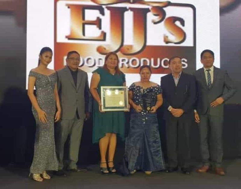 MANILA. La Castellana Mayor Rhumyla Nicor-Manguilimutan (third from left) receives the