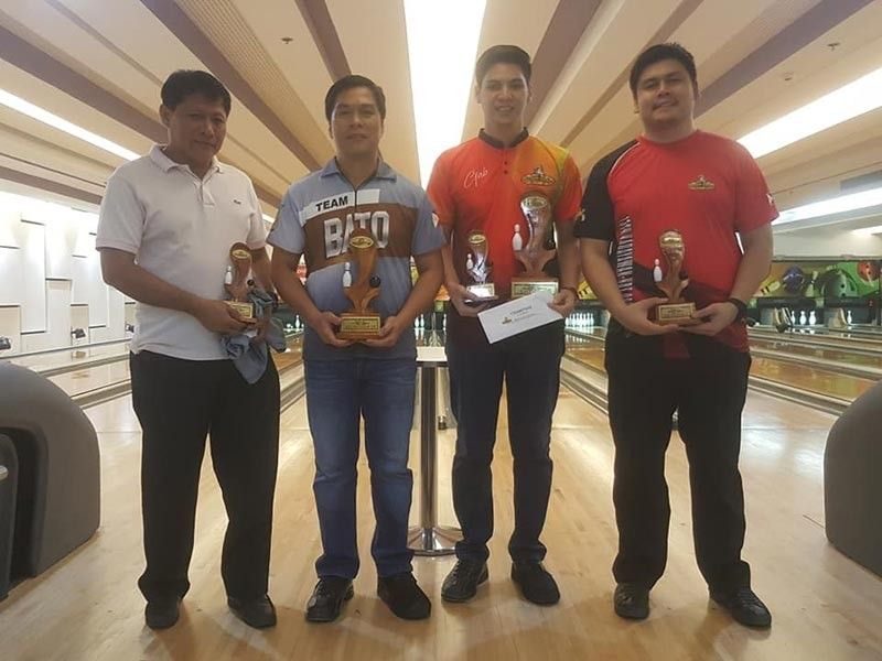 DAVAO. The May winners of the Datba Monthly finals tournament led by champion Gabriel Velasco, third from left, receive their trophies and cash prizes during the awarding rites held Sunday at the SM Lanang Premier Bowling Center. (Jesrael Rule)