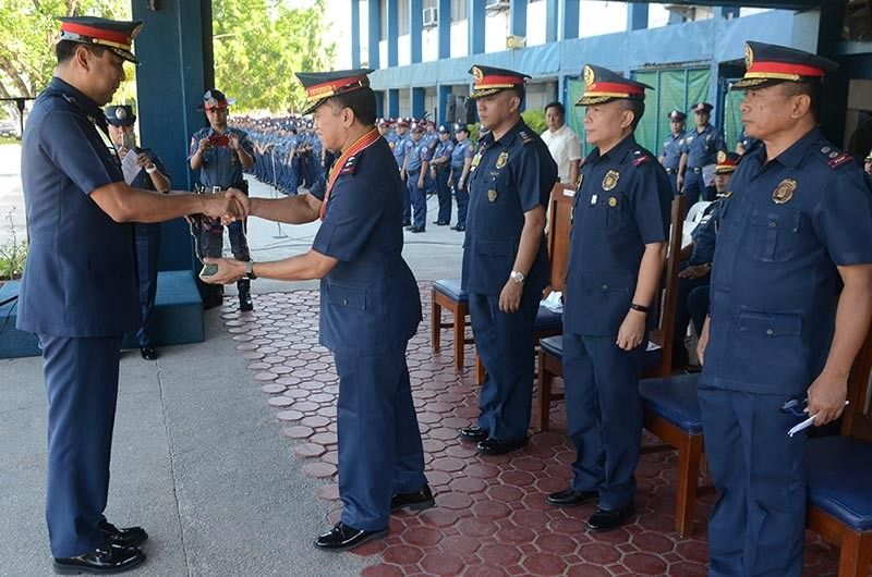 PAMPANGA. Police Major General Eric Serafin Reyes, director for Integrated Police Operations-Northern Luzon, awards a plaque of recognition to Police Brigadier General Joel Napoleon Coronel, PRO-Central Luzon director, for commendable performance and invaluable services rendered that paved the way for the success of the 2019 elections. (PRO Central Luzon photo)