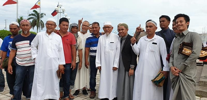 BACOLOD. Muslim leaders and brothers are happy to celebrate the Eid'l Fitr. (Carla N. Cañet)